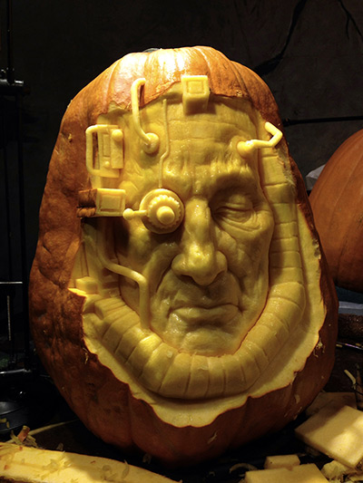 A-horror-face-carved-out--002.jpg
