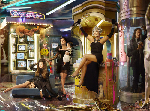 rs_560x415-131201150439-1024.Khloe-Kris-Kourtney-Bruce-Christmas-Card.jl.120113.jpg