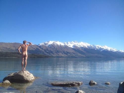 Gus_Kenworthy_in_New_Zealand_naked_Butt_BTTEAXVCUAA.jpg