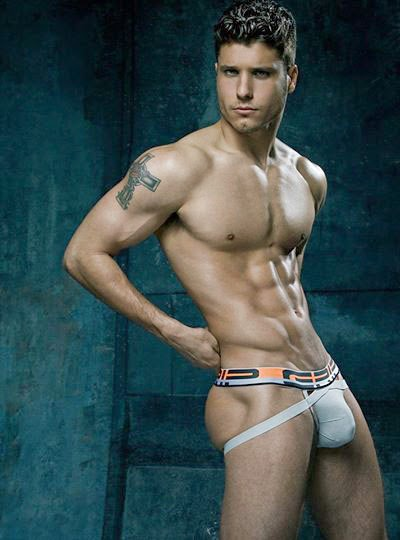 BB16-cody-naked-2.jpg