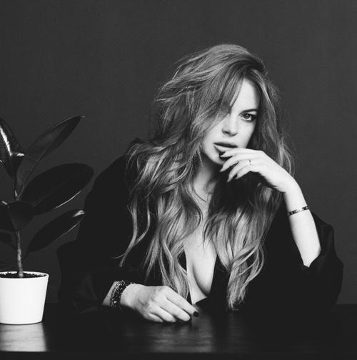 Lindsay-Lohan-Wonderland-Magazine-42.png