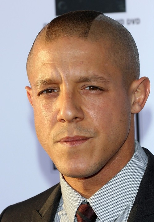 theo-rossi-premiere-sons-of-anarchy-season-six-01.jpg