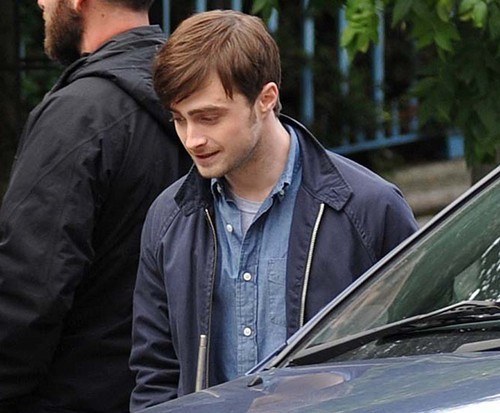 daniel-radcliffe-on-the-film-set-of-the-f-word-02.jpg