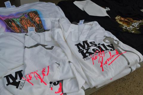 matthew-knowles-garage-sale-0915-480w.jpg