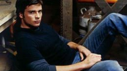 tom-welling-sitting.jpg