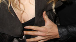 20100222-Jessica_Simpson_Titty_Grab_TOP.jpg