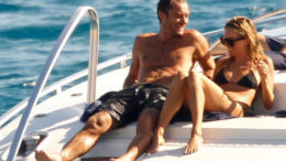 jude-law-sienna-miller-boat-thumb-500x452-2807.jpg