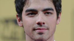 joe-jonas-portrait-2010-thumb-500x642-3588.jpg