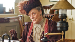 Violet-Dowager-Countess-of-Grantham-downton-abbey-15932799-570-364-thumb-500x319-7004.jpg
