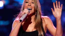 mariah_carey_performing_idol_gives_back_9-thumb-500x414-7649.jpg