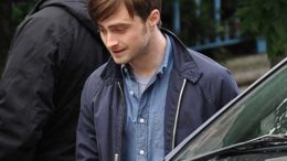 daniel-radcliffe-on-the-film-set-of-the-f-word-02-thumb-500x414-22284.jpg