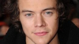 harry-styles-thumb-500x769-22557.jpg