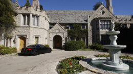 the-playboy-mansion-in-los-angeles-thumb-500x333-25198.jpg