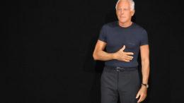 giorgio-armani-con-la-storica-tshirt-blu-thumb-500x333-25557.jpg