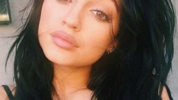 kylie-jenners-rumored-lip-injections-spark-talk-thumb-500x563-25595.jpg