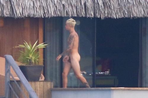 Justin Bieber nude in Bora Bora