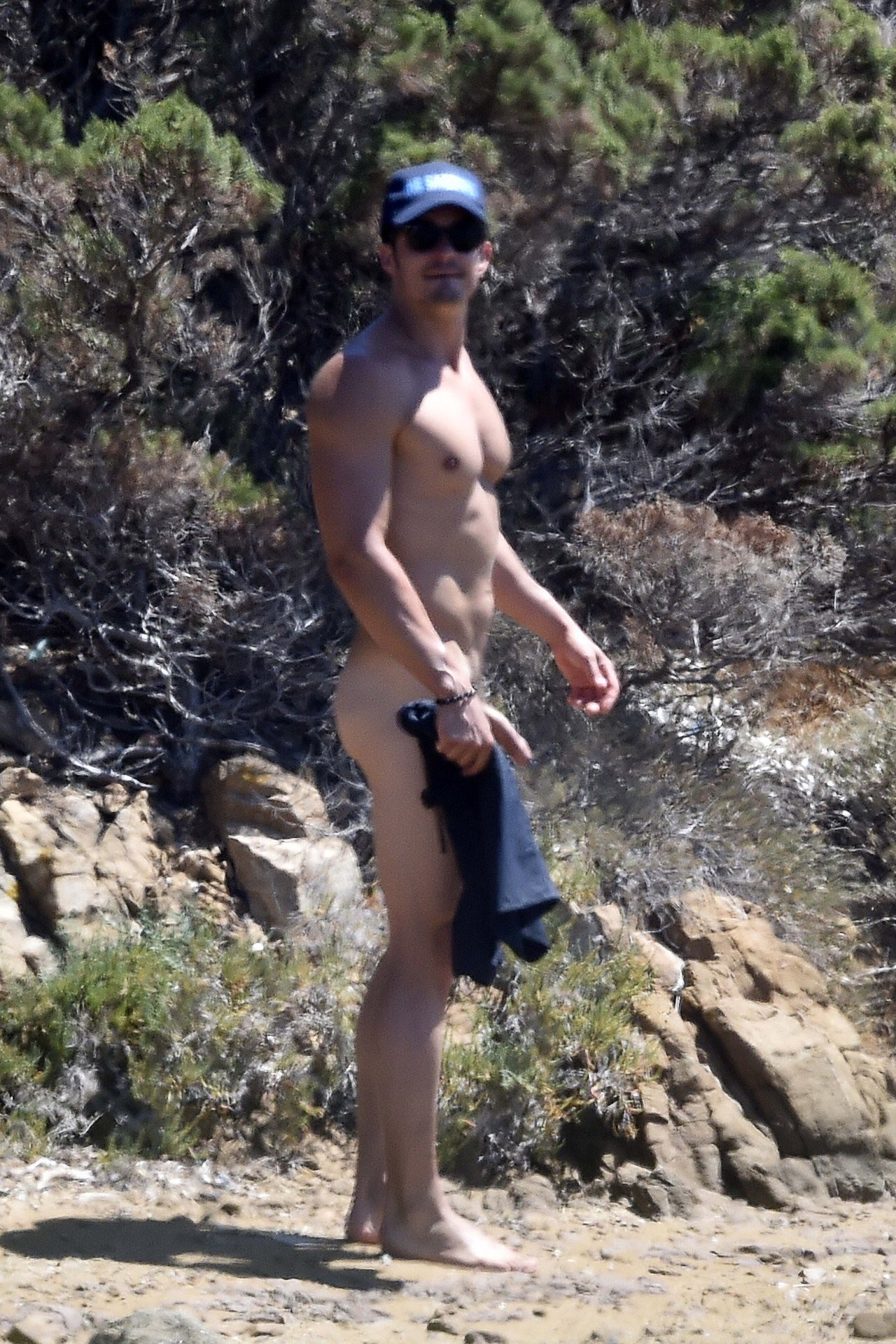 Nude Paddling 100