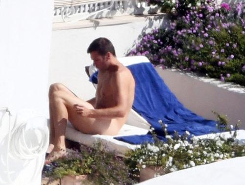160926-brady-nude-butt-07