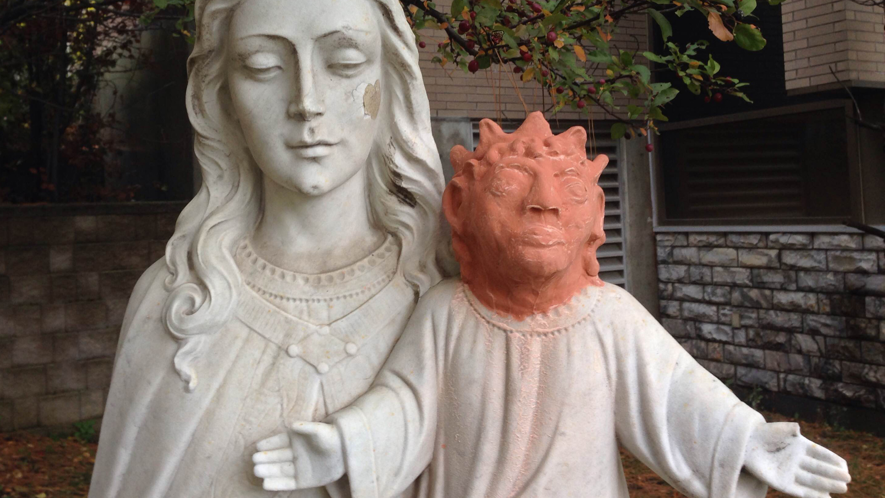 omg this ontario baby jesus statue had it u0027s head replaced after