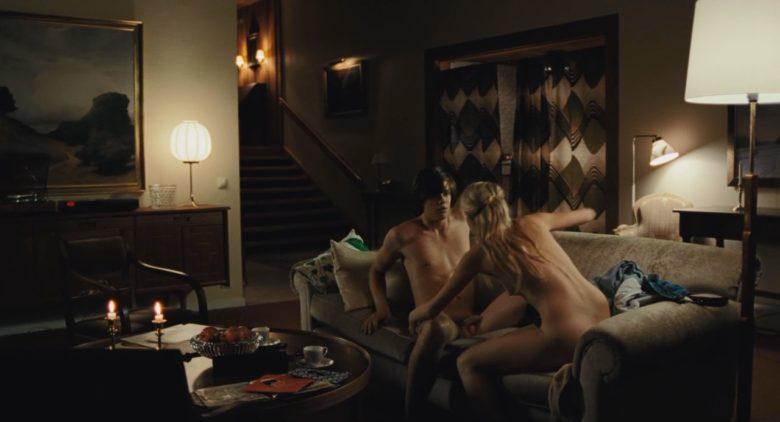 Bill Skarsgard sex scene