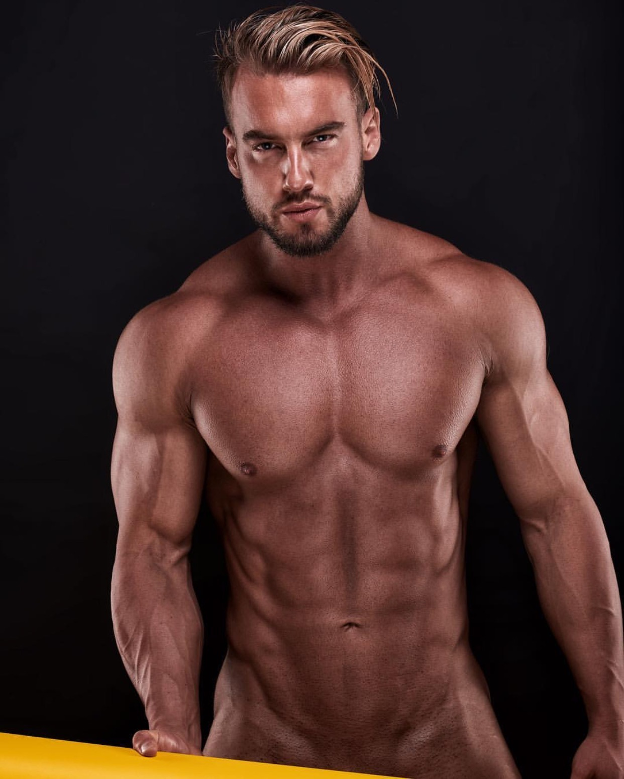 man-naked-fitness-men-naked-mythbuster