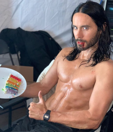 Omg Jared Leto S Body Is Hotter Than Ever As He Munches Down On Rainbow Cake Omg Blog